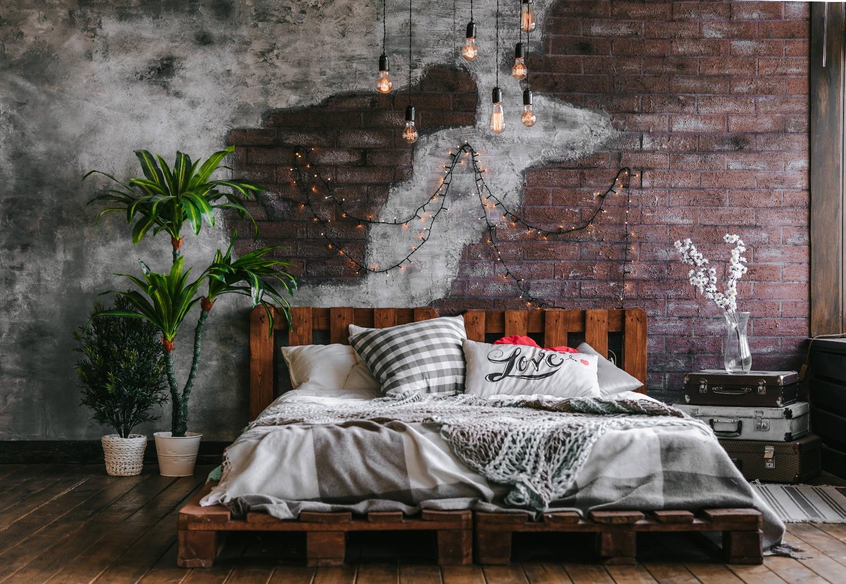 Das Bild zeigt ein Palettenbett im Industrial Style.