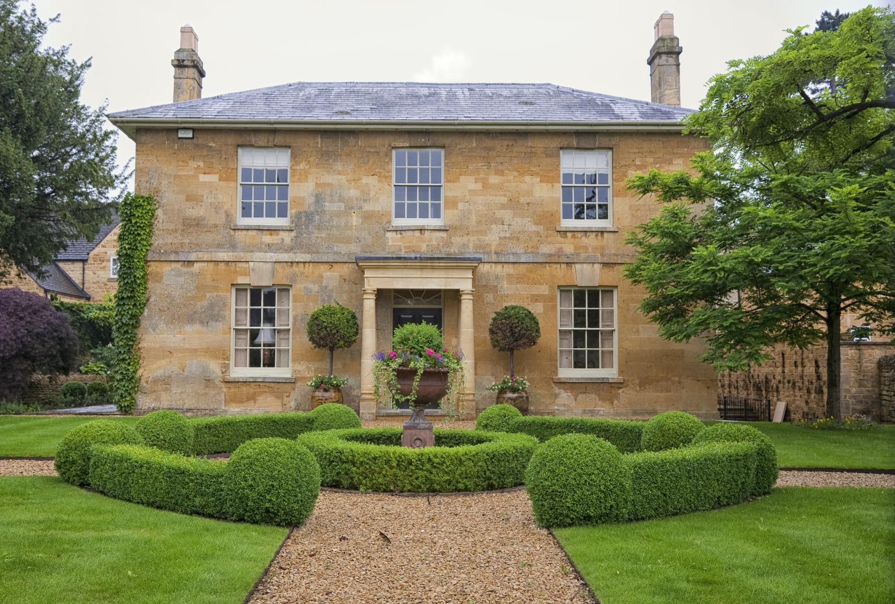 Das Bild zeigt ein englisches Landhaus.