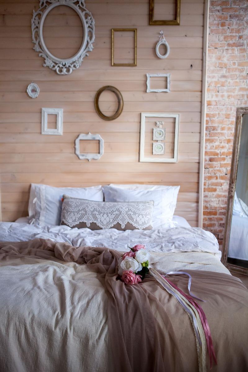 Das Bild zeigt ein Schlafzimmer im Shabby Chic Look.