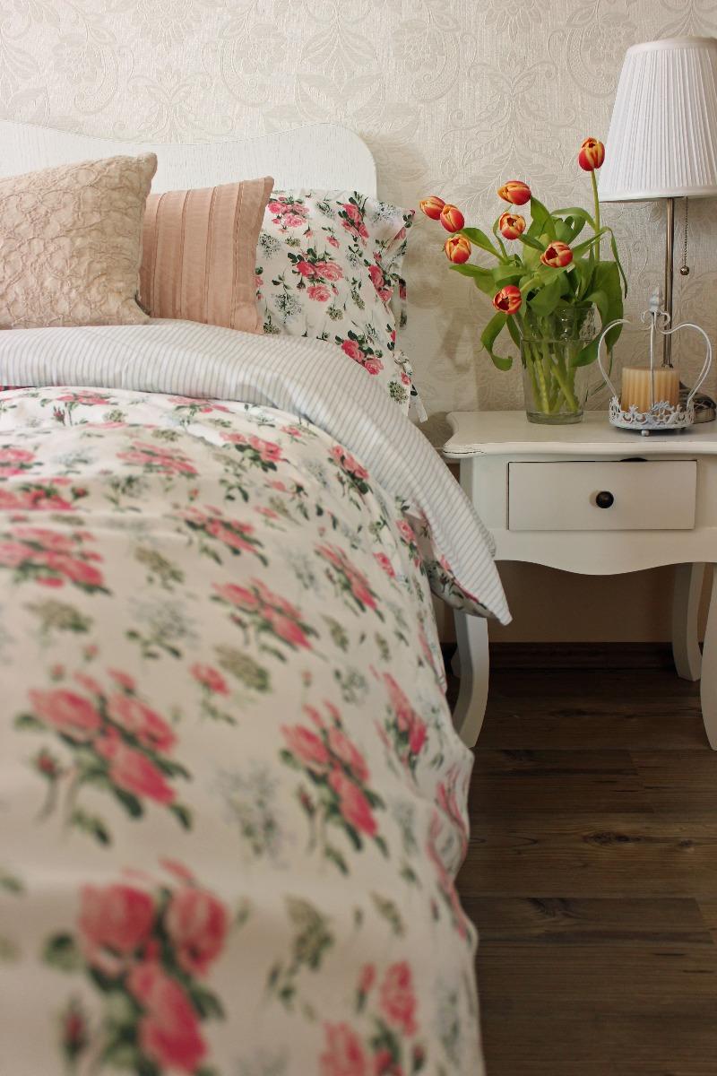 Das Bild zeigt eine Bettdecke im Shabby Chic Stil.