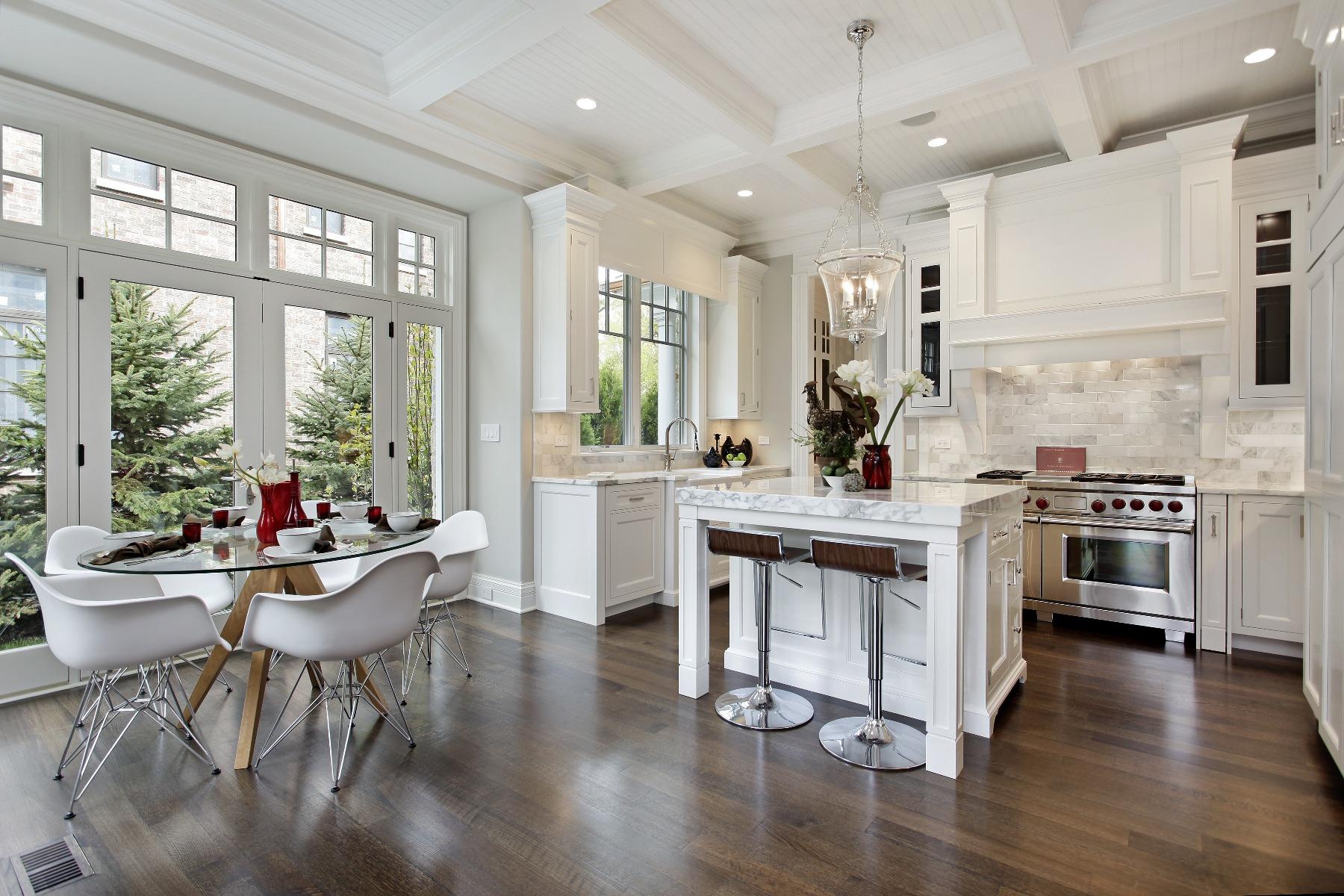 Das Bild zeigt eine Küche.