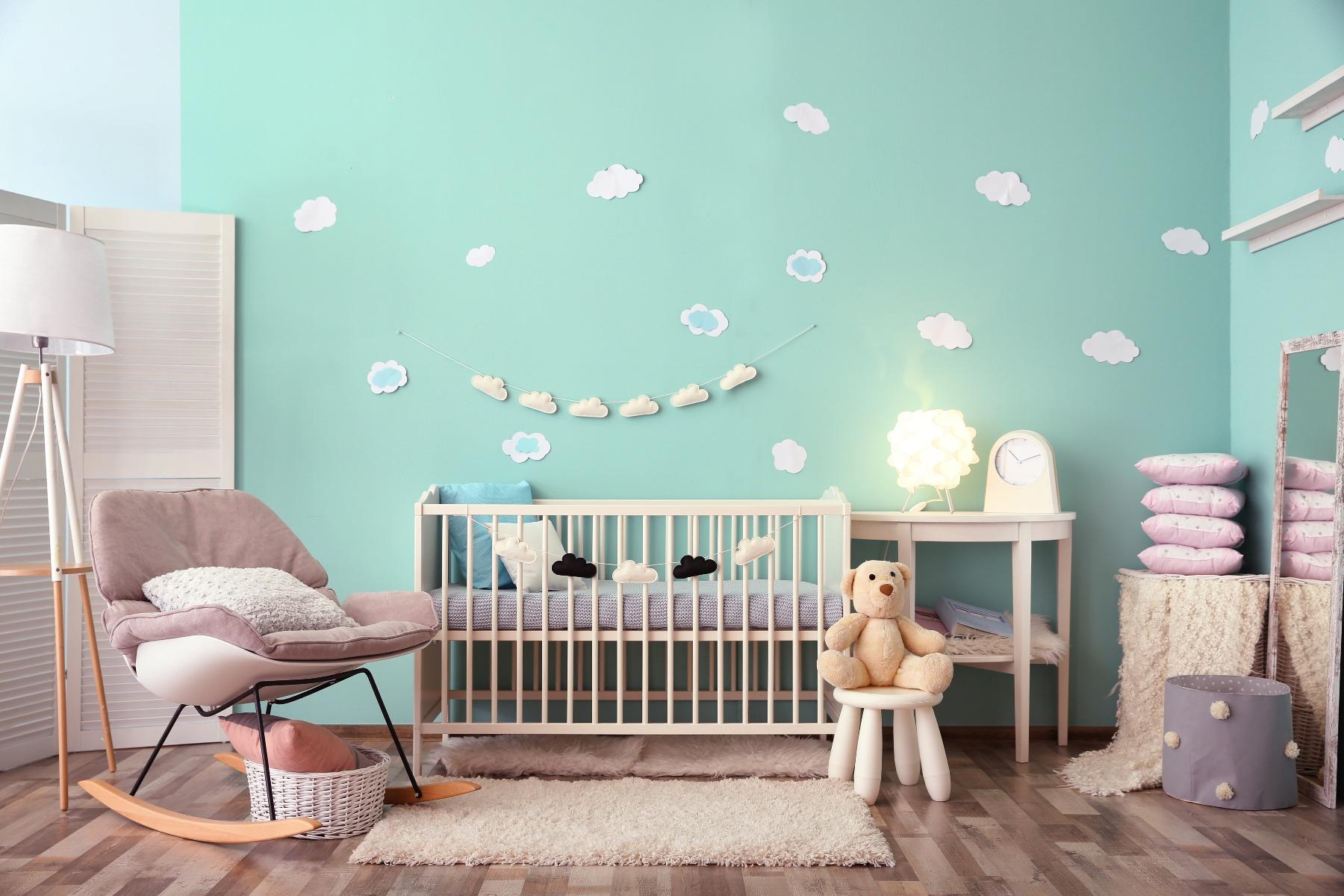 Das Bild zeigt ein Babyzimmer.