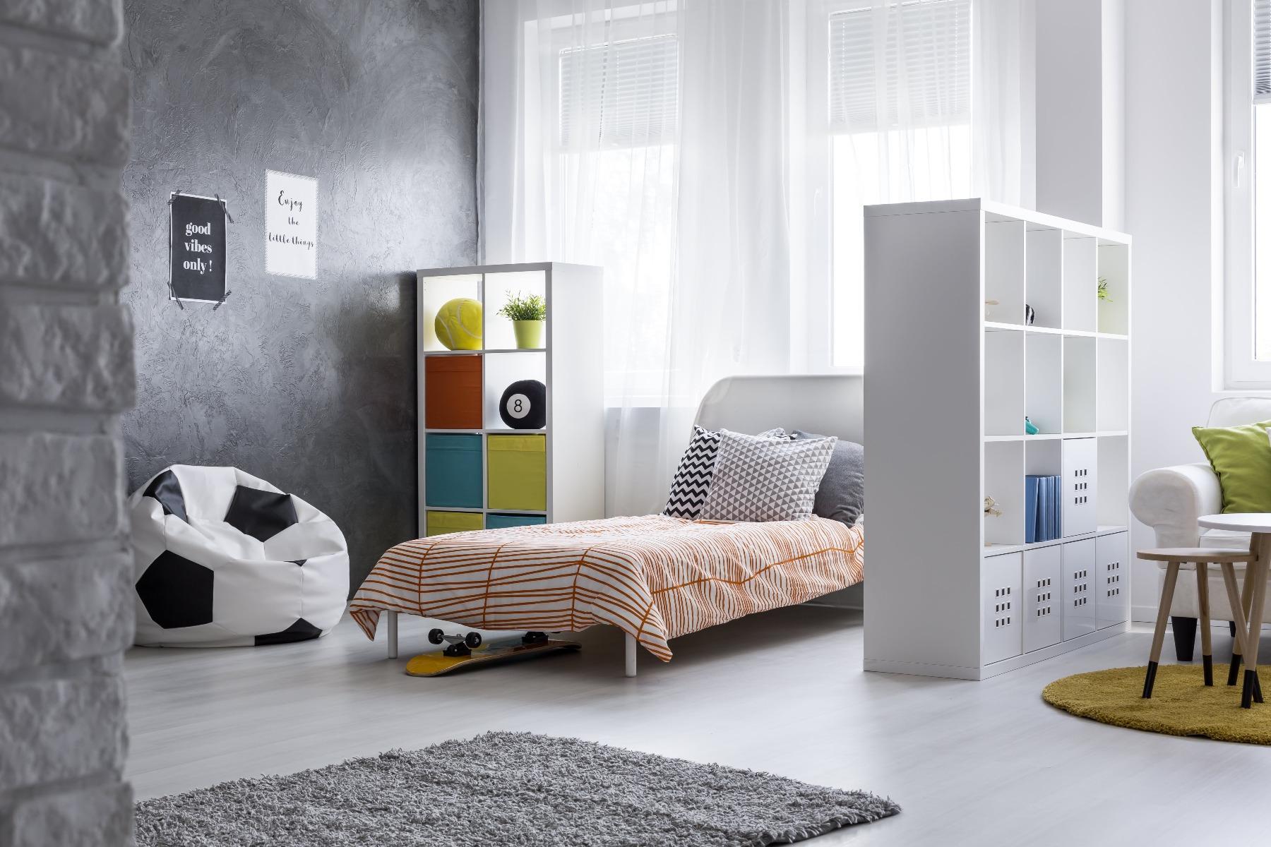 Das Bild zeigt ein Jugendzimmer.