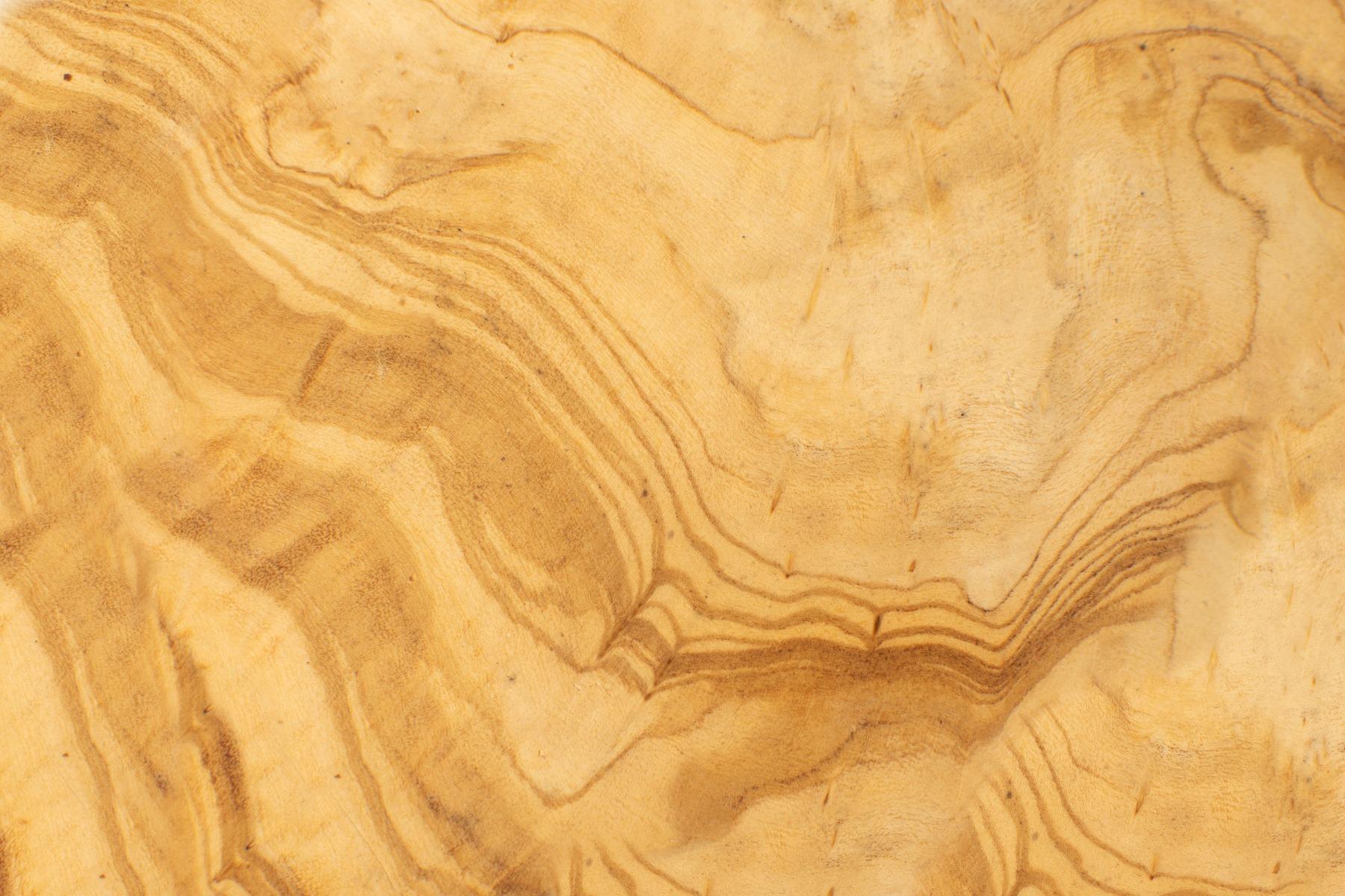 Das Bild zeigt die Struktur von Massivholz.