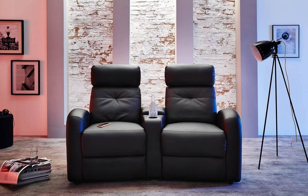 Das ist ein Foto eines Kinosessels für zwei Personen.