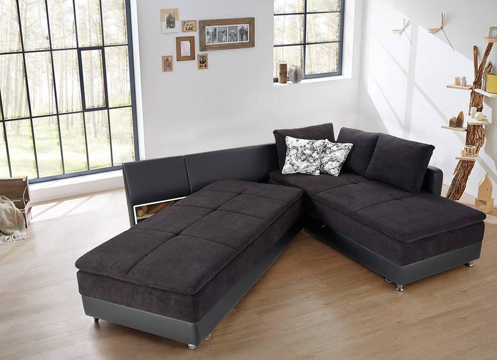 Das Bild zeigt ein Schlafsofa mit großer Liegefläche.