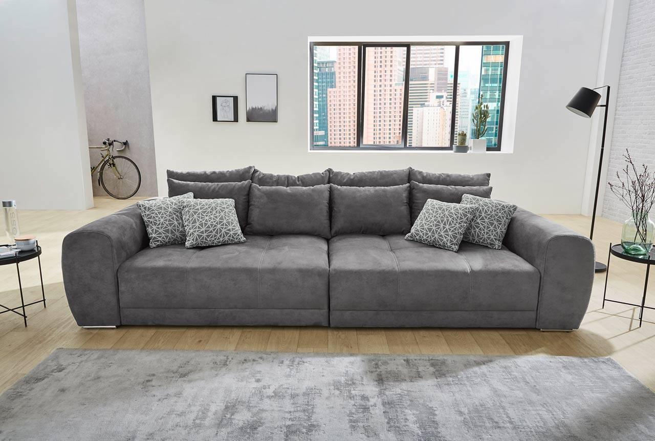 Das Foto zeigt ein Microfaser Sofa in Grau.