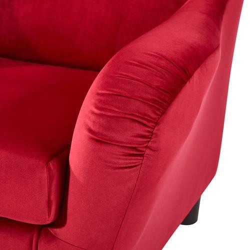 Das Foto zeigt einen Sessel mit Samtbezug.