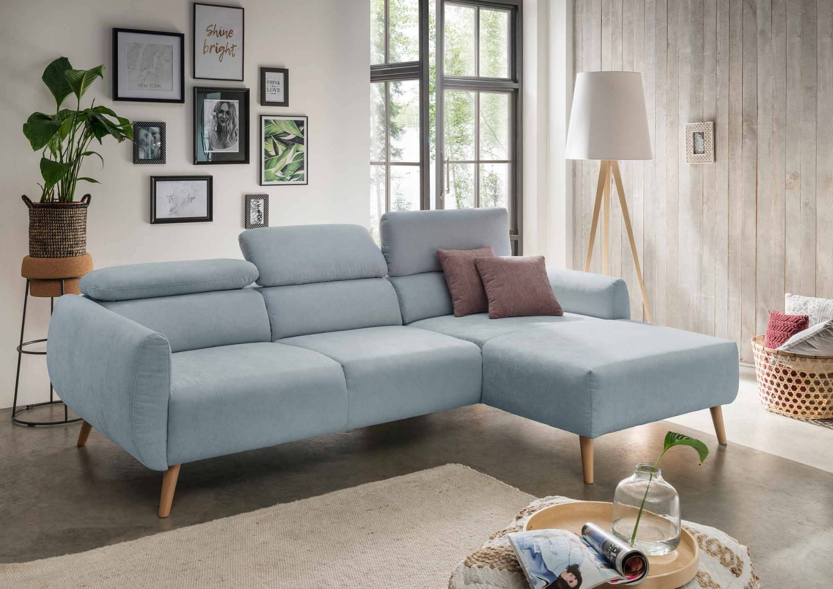 Das Bild zeigt ein Sofa im skandinavischen Stil.