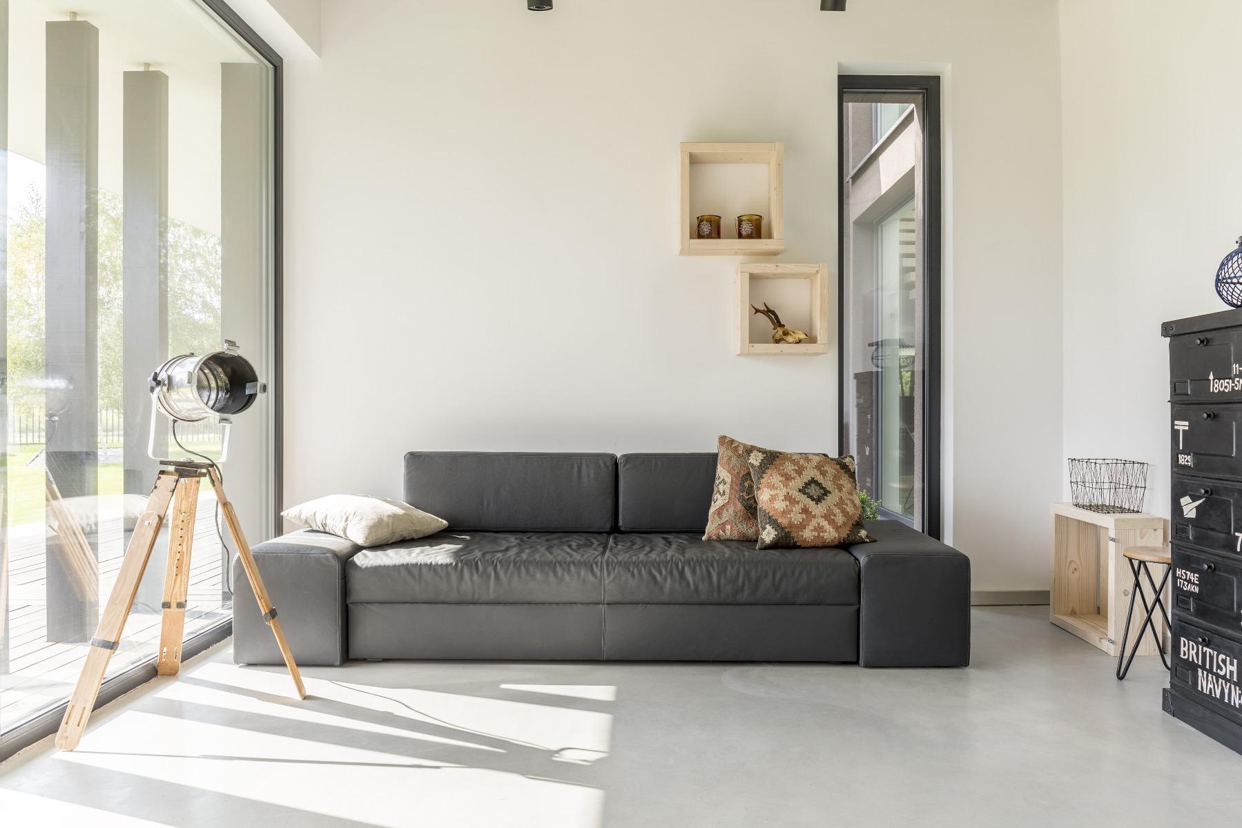 Das Bild zeigt ein modernes Wohnzimmer.