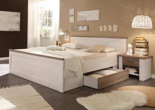 Das Bild zeigt ein Schlafzimmer im Landhausstil.