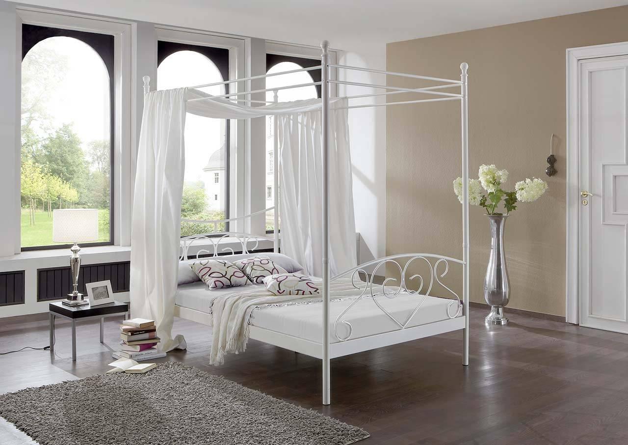 Das Bild zeigt ein Schlafzimmer aus Metall.