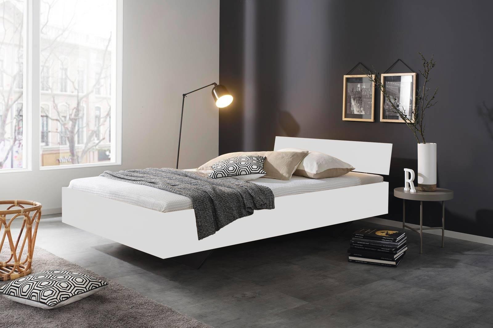 Das Bild zeigt ein modernes Schlafzimmer.