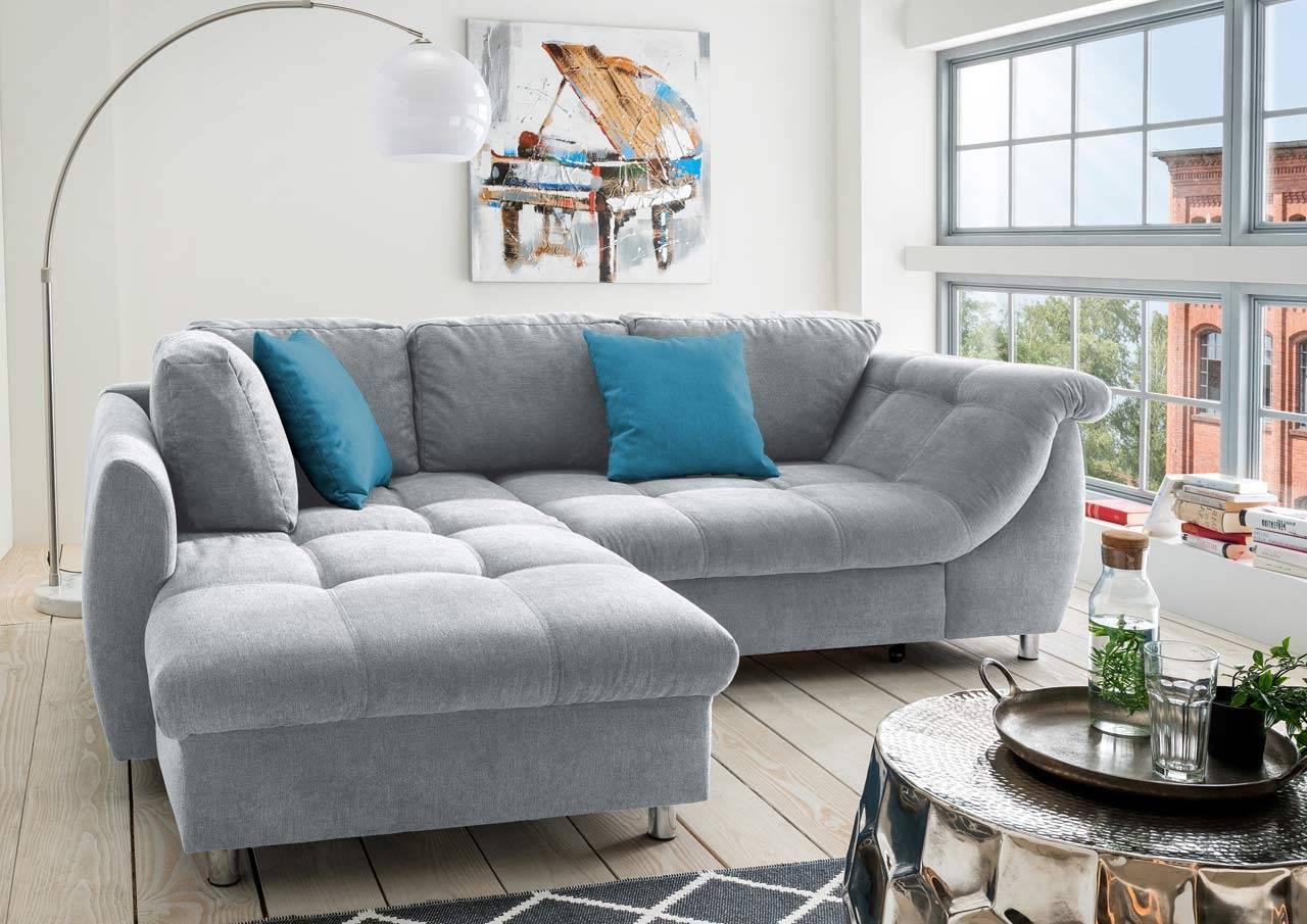 Das Bild zeigt ein Wohnzimmer Sofa in Grau.