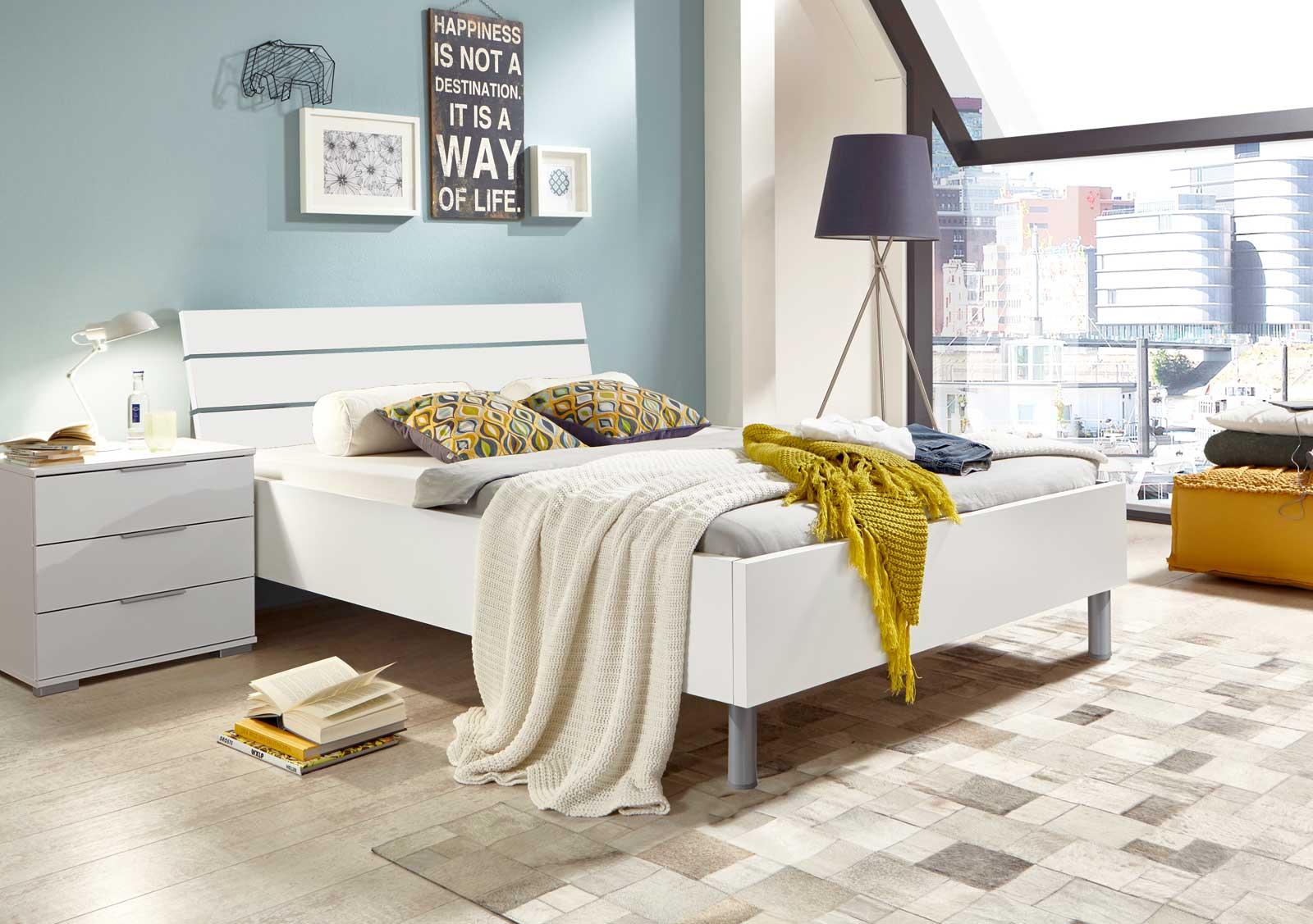 Lifestyle4Living Bett in weiß, Liegefläche 140 x 200 cm, Maße: B/H/T ca. 149/88/210 cm